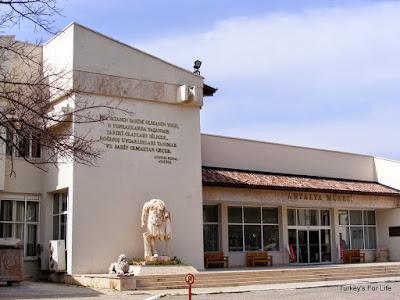 Peninggalan Peradaban Manusia Purba di Antalya Museum