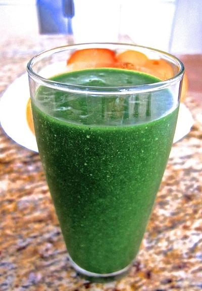 Glowing Skin Green Smoothie terbuat dari bahan-bahan yang memelihara kesehatan tubuh, dan memperbaharui kondisi kulit.