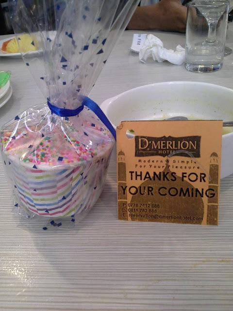 Gift dari D'Merlion Hotel
