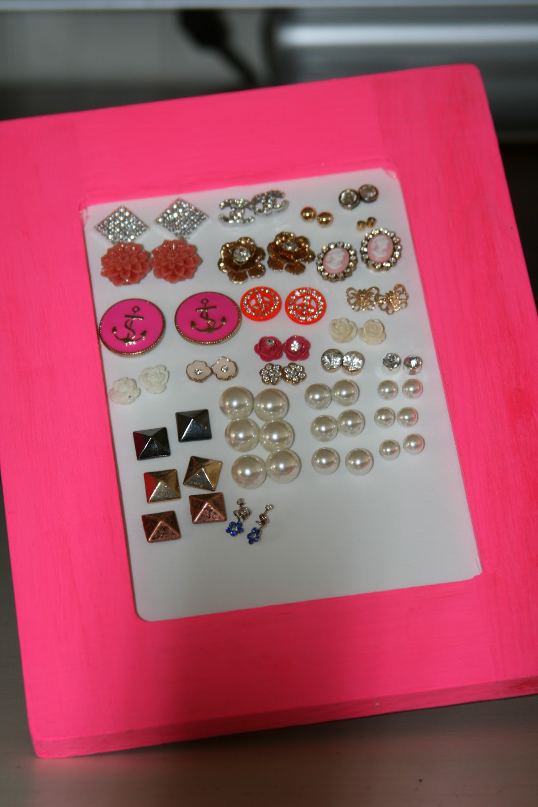 CountryGirlLovesVintage: DIY: Stud Earring Holder