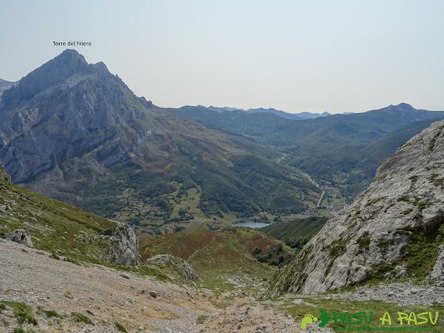 Ruta Torre Bermeja: Vista hacia el Friero y Posada de Valdeón