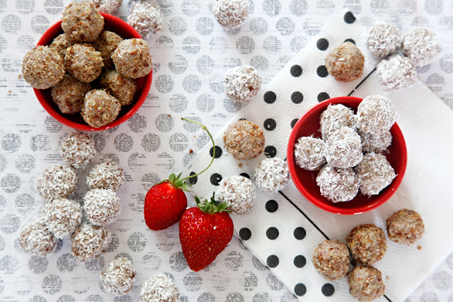 http://dalmatiandiy.blogspot.co.nz/2016/02/recipe-strawberry-banana-truffle-dog.html