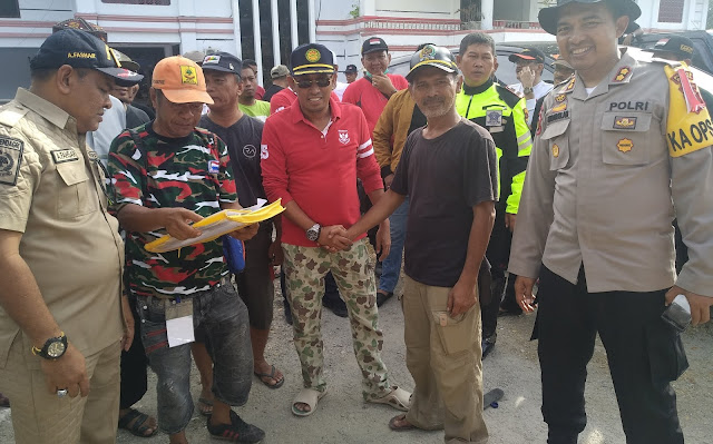 Ketua DPRD Bone Antar Bantuan ke Korban Gempa Tsunami Donggala - Palu Pake Ojek Gabah