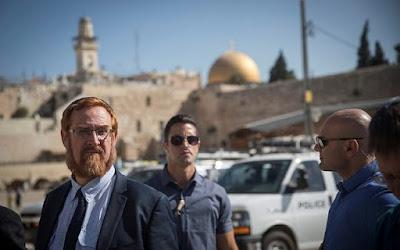 Dois deputados judeus visitam Monte do Templo em Jerusalém