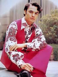 Foto de Juan Gabriel con ropa llamativa