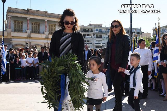 Καταθέσεις στεφάνων από μαθητές σχολείων για την Επέτειο της 28ης Οκτωβρίου στο Άργος