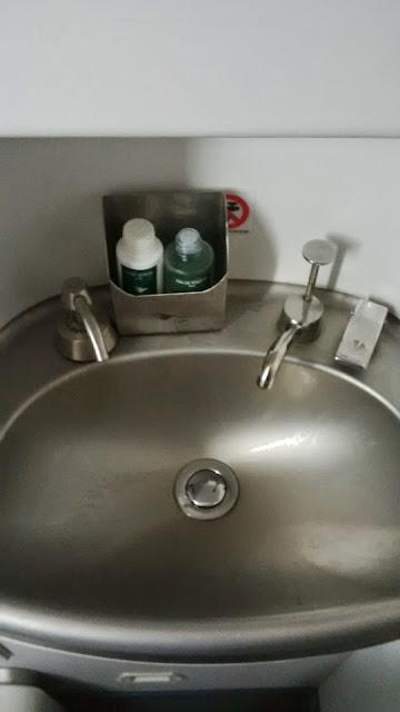 wastafel di pesawat yang mengandung banyak bakteri dan virus
