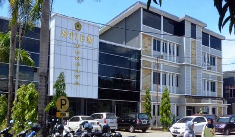 Gedung Sekolah Tinggi Ilmu Ekonomi Indonesia Makassar.