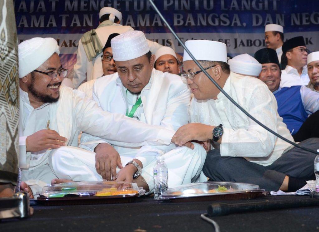 Yang Diributkan TKN Jokowi Soal Munajat 212