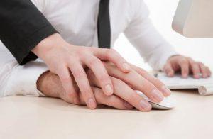 Hasil Survei : Karyawan Wanita Lebih Rentan Tergoda Selingkuh