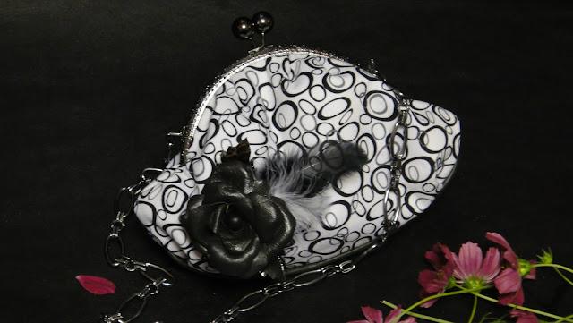 Женская сумочка с фермуаром из черно-белой ткани - подарок жене, подарок на день рождения