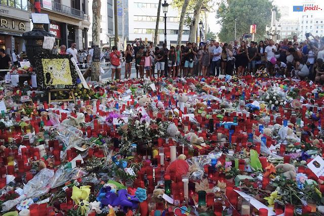 Homenatge a la font de Canaletes per les víctimes del 17 d'agost