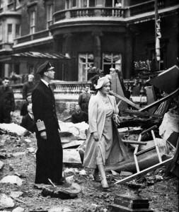 11 September 1940 worldwartwo.filminspector.com King Queen England Buckingham Palace