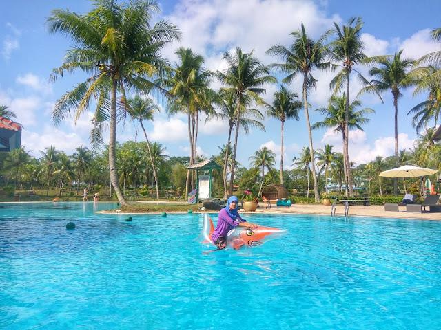 pool side sijori resort