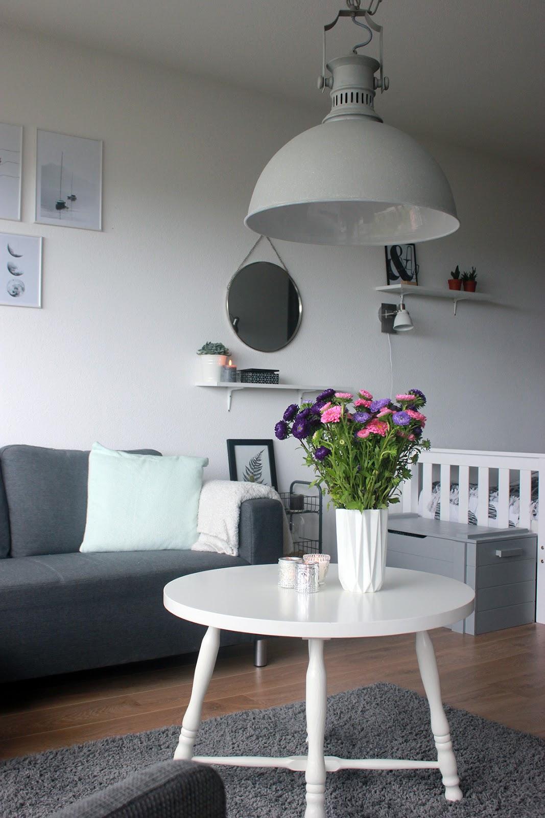 Een nieuwe lamp in de woonkamer - The Budget Life