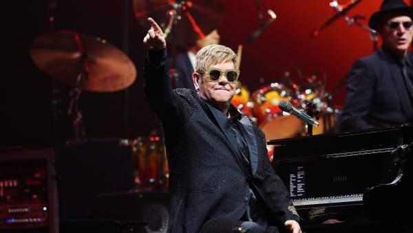 El cantante, compositor y pianista británico Elton John, durante un concierto en el Palau Sant Jordi de Barcelona
