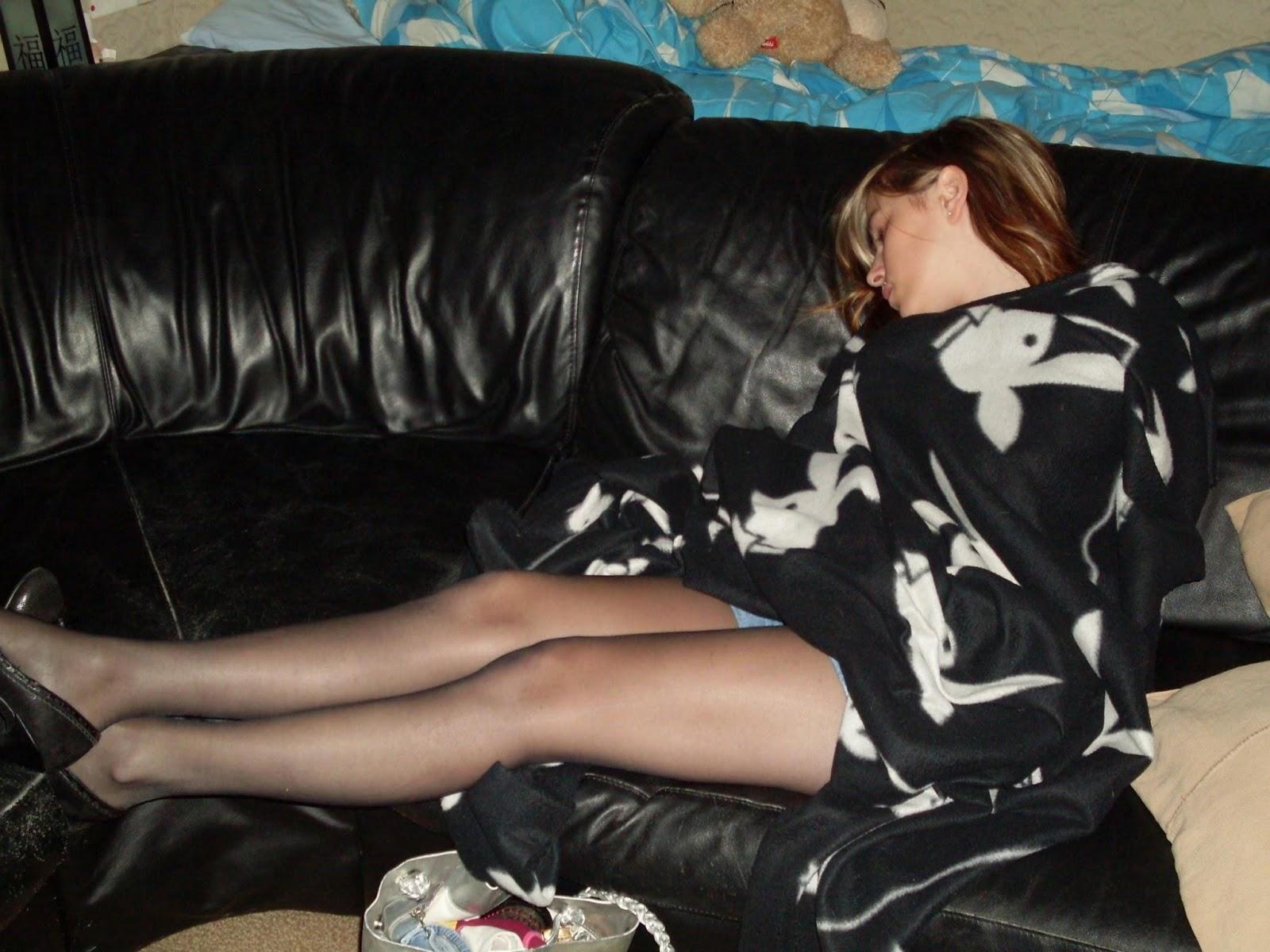 пьяные спящие женщины в колготках сегодня