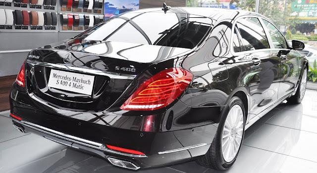 Cụm đèn sau Mercedes Maybach S450 4MATIC 2018 sử dụng công nghệ LED với thiết kế góc cạnh