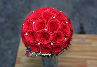 giá hoa giấy cầm tay cô dâu màu đỏ