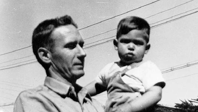 Jobs junto a su padre adoptivo