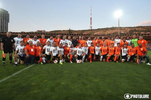 Estrellas de fútbol latinoamericanas y europeas se reunieron en Armenia