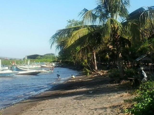 Pantai Kampe, salah satu starting point menuju pulau Tabuhan.