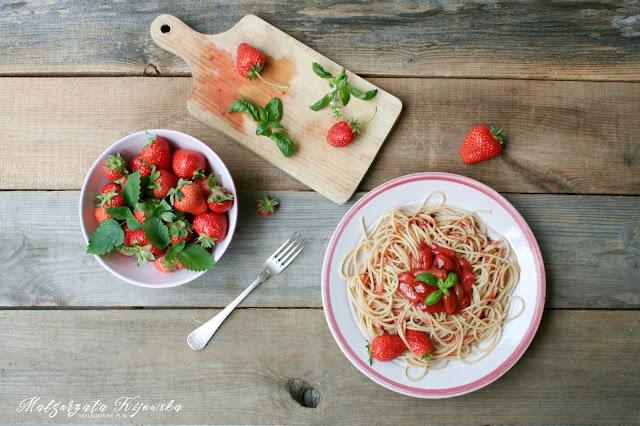 sos do makaronu, obiad na słodko, truskawki, daylicooking, Małgorzata Kijowska