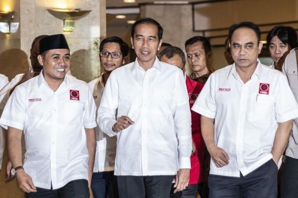 Kepala Daerah Dukung Jokowi, Pengamat: Upaya 'Penjilatan' Kekuasaan