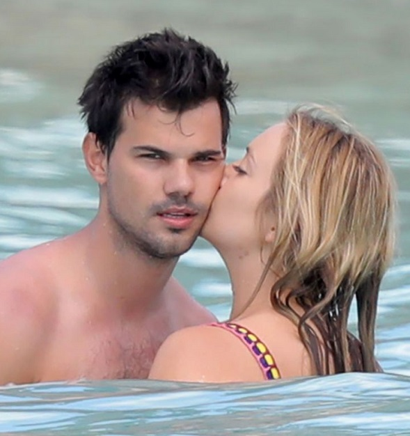 Taylor lautner dating 2019 nfl