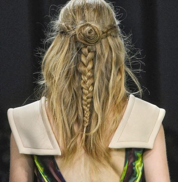 Penteado da Brigitte Bardot - Cabelo meio solto