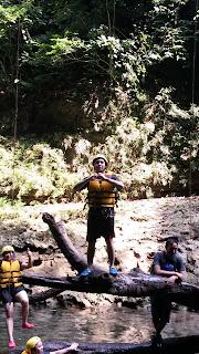 persiapan loncat saat body rafting