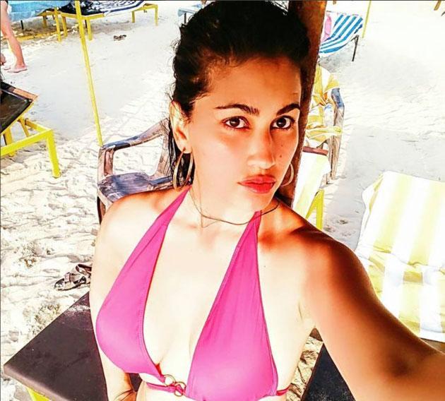 Anjali lavania hot cleavage show | Kamapisachi-HD.com ...