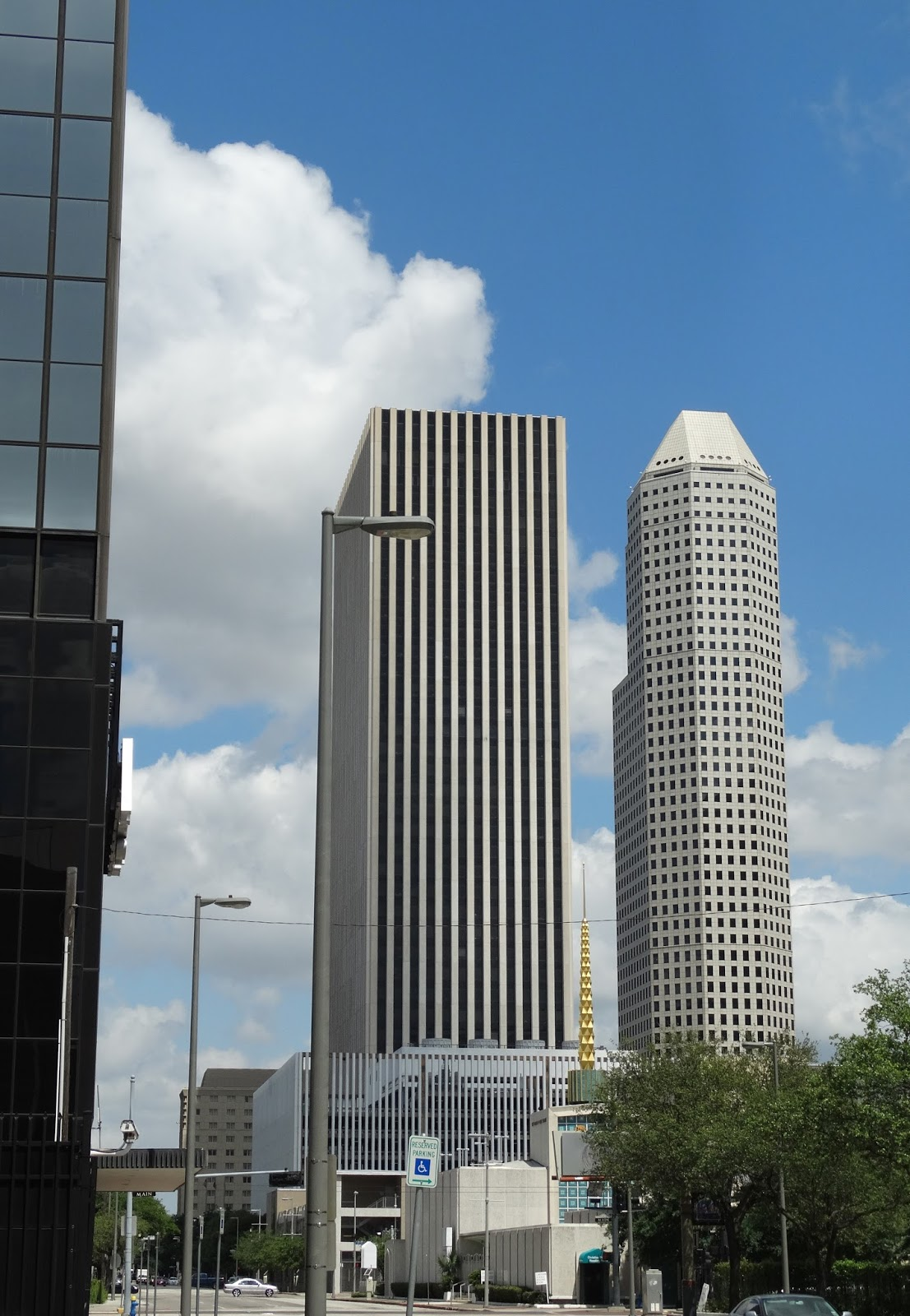 601 jefferson street houston tx 77002 - From Kbr To Jefferson Towers At Cullen Center 1600 Smith Tower On The Right Golden Spike Of The Church Christ Scientist Which Also Faces Re Branding