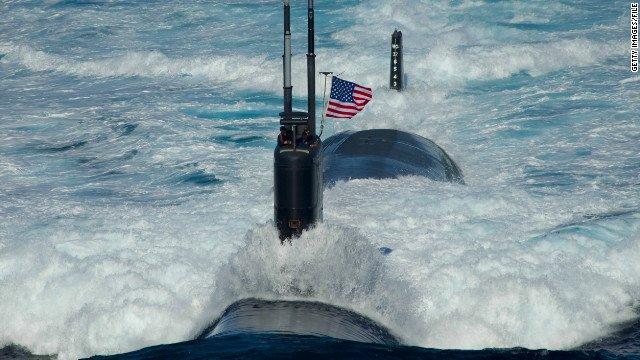 "Barco británico abre fuego de advertencia a un barco español que ""molestaba"" a un submarino de EE.UU"