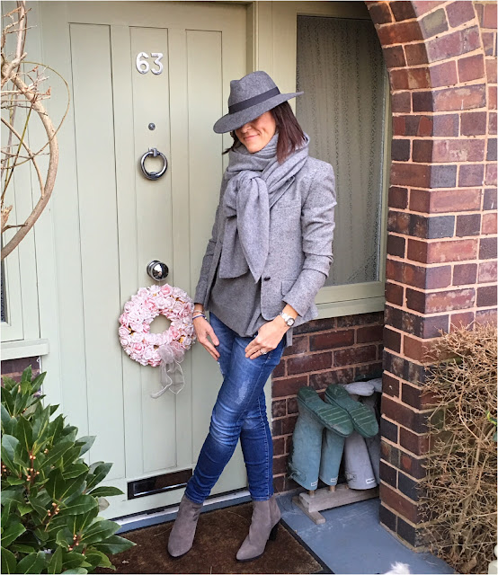 My Midlife Fashion, Tweed single breasted blazer, zara cashmere scarf, zara cowboy hell boots, cashmere crew neck jumper, skinny denim jeans, felt fedora