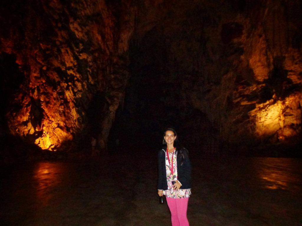 No interior da Caverna de Postojna