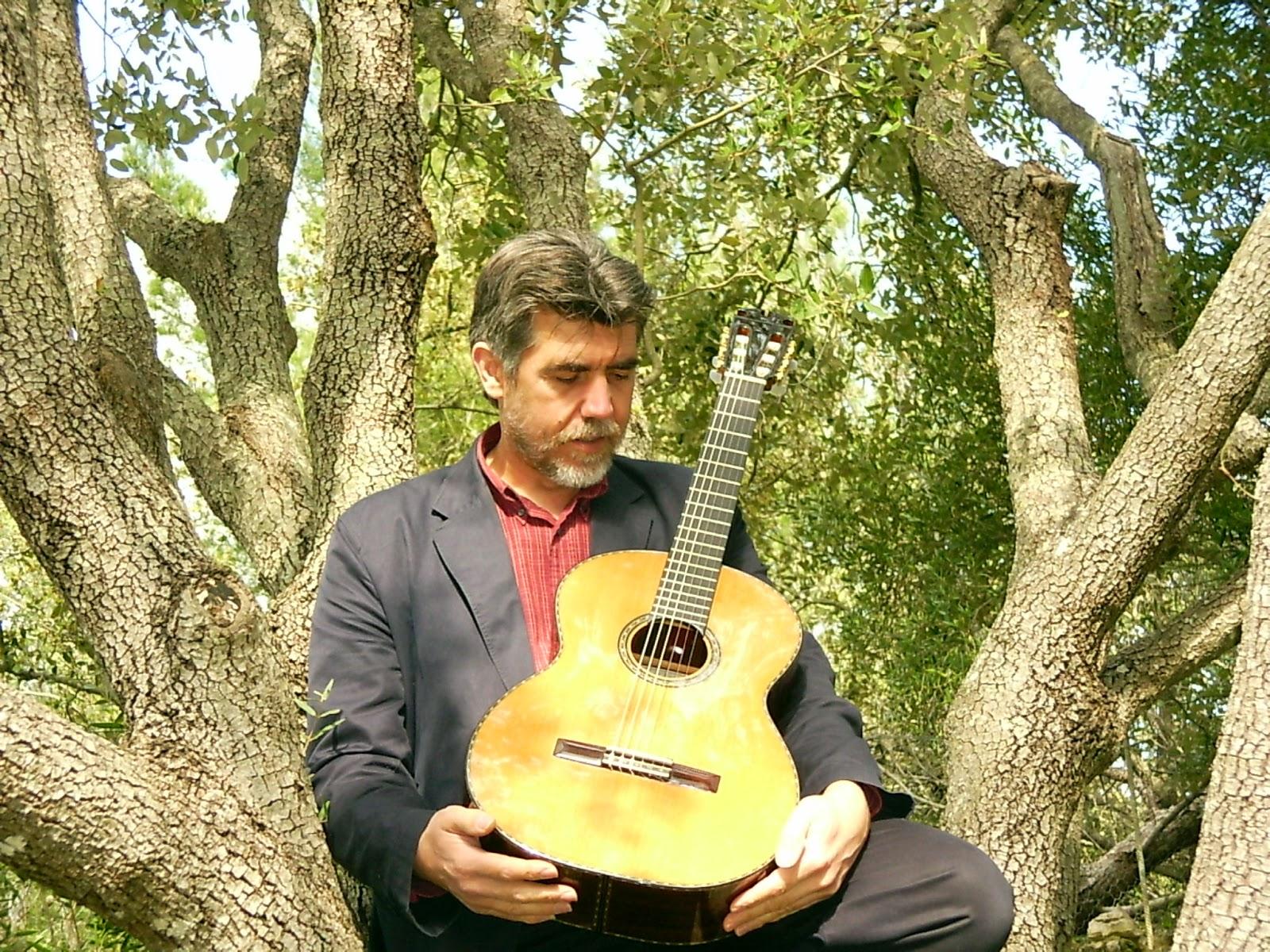 "La Maestro"" Una Guitarra Mallorquina | la guitarra balear"