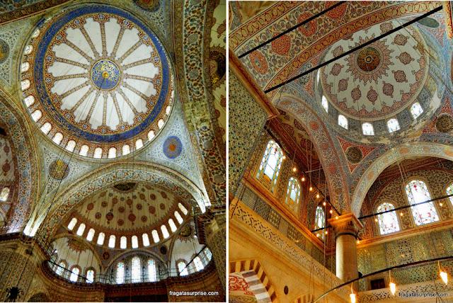 Detalhes da decoração interna das cúpulas da Mesquita Azul