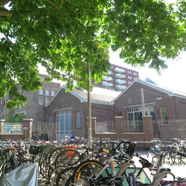 מתחם Foodhallen , אמסטרדם,   מבחוץ