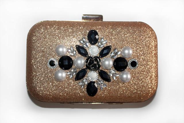 Bolso joya dorado con pedrería en negro y perla
