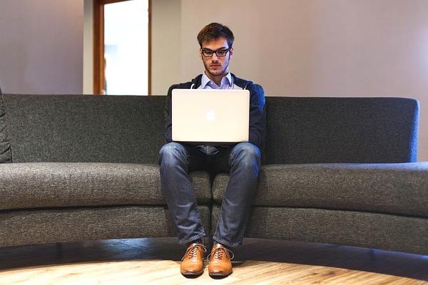 Bisnis Bermodal Laptop