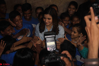 Alia Bhatt in Denim and jeans with NGO Kids 05.JPG