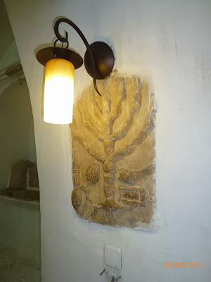 מנורת שמן בבית הכנסת בפקיעין