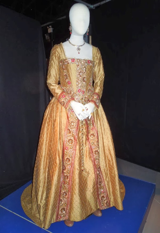 Queen Elizabeth I gown Day of the Doctor