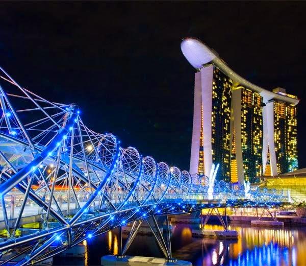 1. हेलिक्स ब्रिज, सिंगापुर ( Helix Bridge, Marina Bay area, Singapore)
