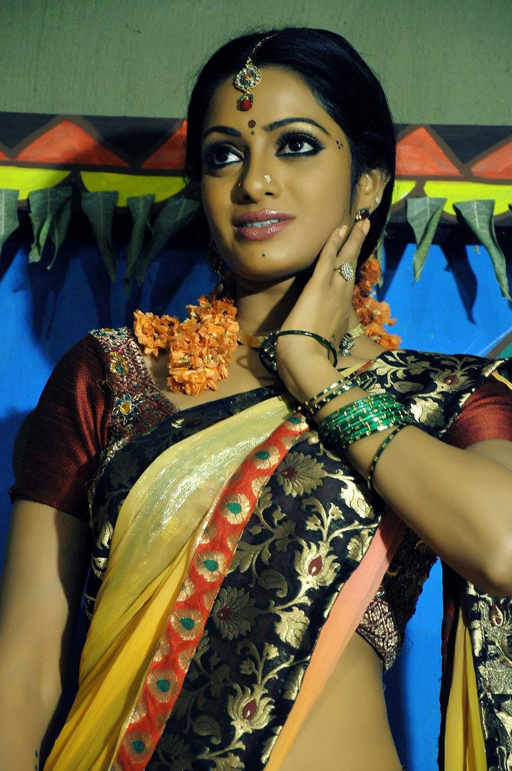 TamilCineStuff   : Zara Shah Photo Gallery at Bhai Triple