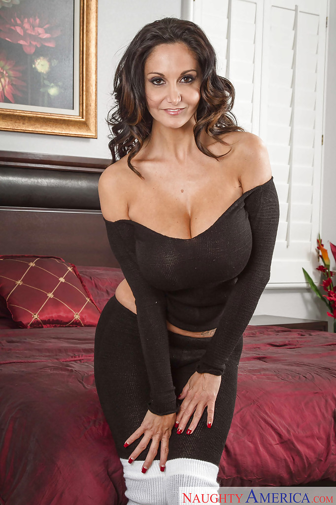 Milf porn star Ava Addams showing her huge tits, nice ass