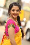 Mehreen Kaur glamorous photos gallery-thumbnail-10