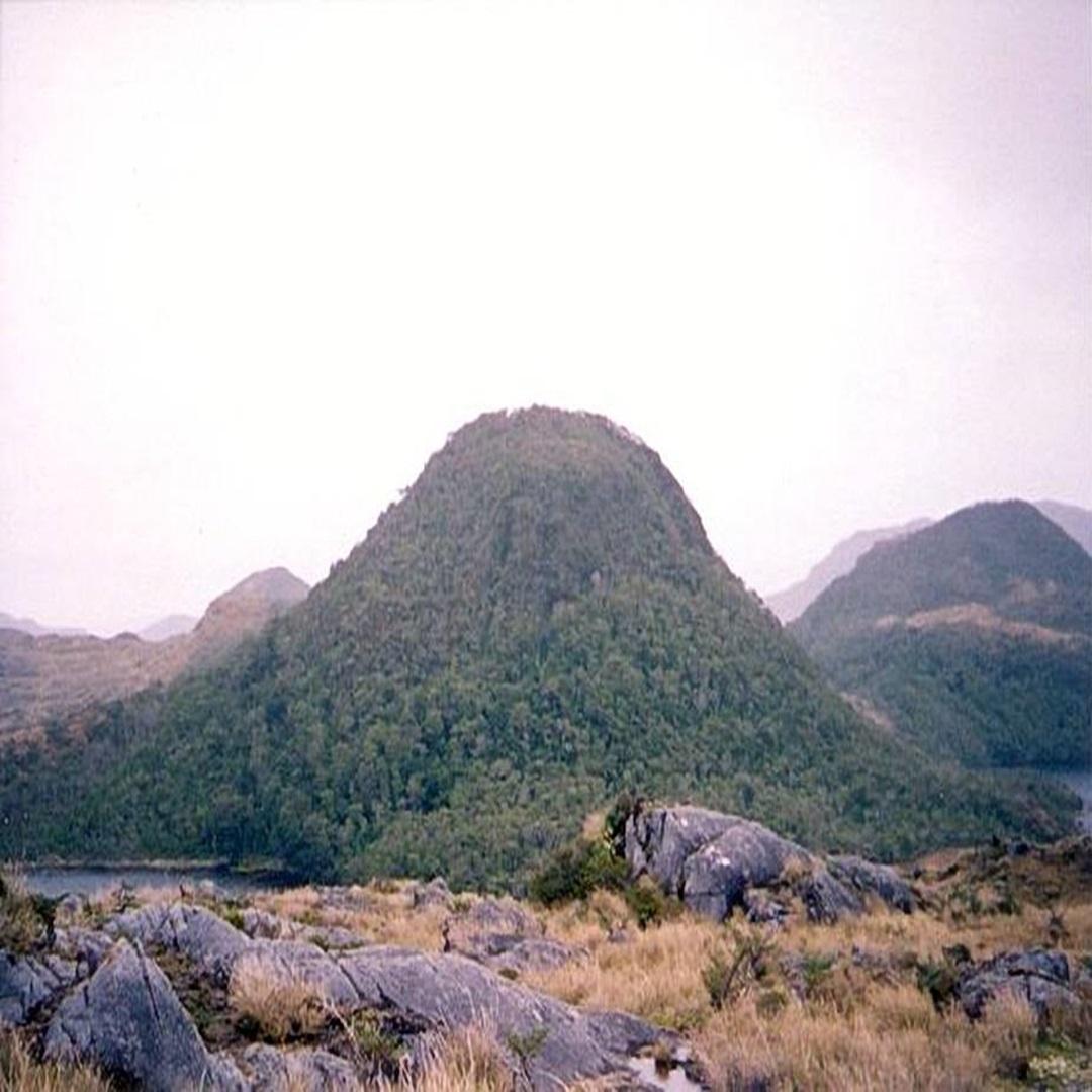 Investigan actividad del volcan Fueguino
