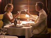 Bond und Madeleine Swann in Spectre mit Vodka Martini